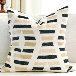 Toss Pillow Swatch : XOXO
